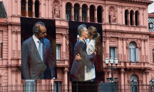 Por el Día de Los Enamorados, La Casa Rosada colgó una gigantografía y los memes no se hicieron esperar